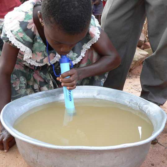lifestraw-personal-water-filter-in-use5